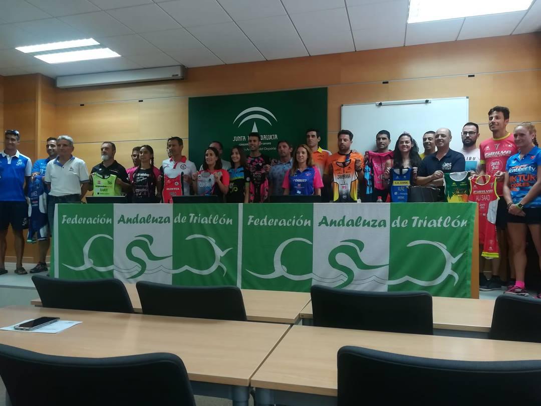 Asistencia al acto de entrega de incentivos a clubes – Federación Andaluza de Triatlón